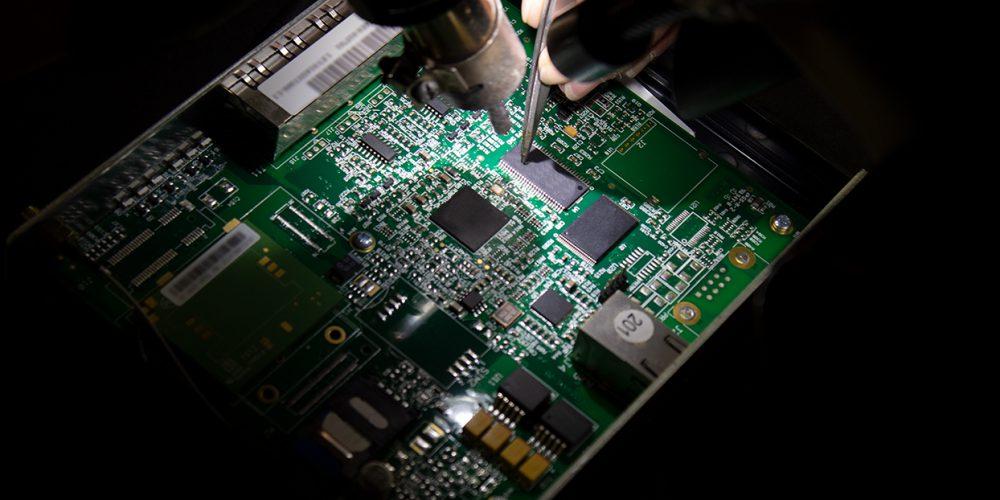 Lavorazione delle schede dei router Tiesse